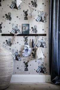 Wallpaper_circus_Mrs_Mighetto