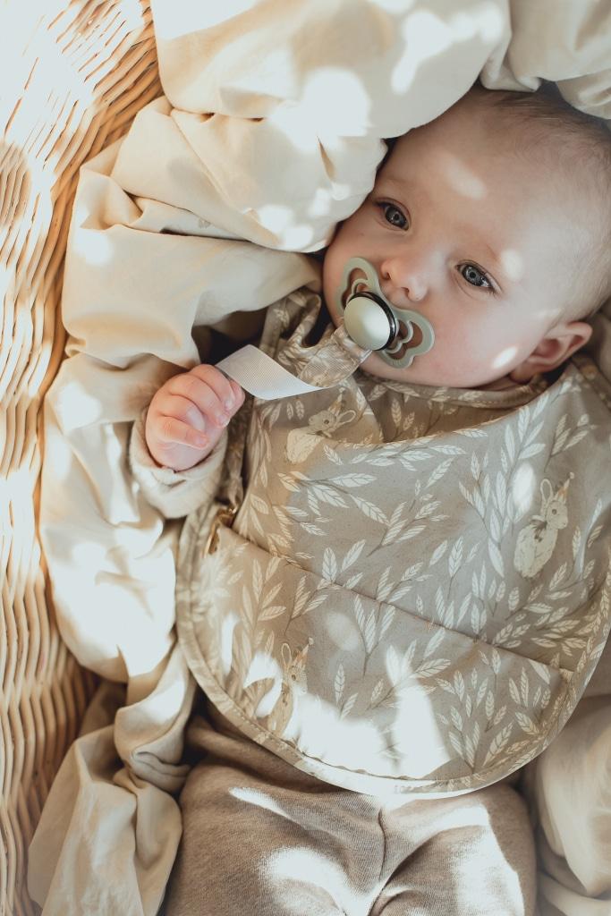 Baby_bib_pacifier_holder_bunny
