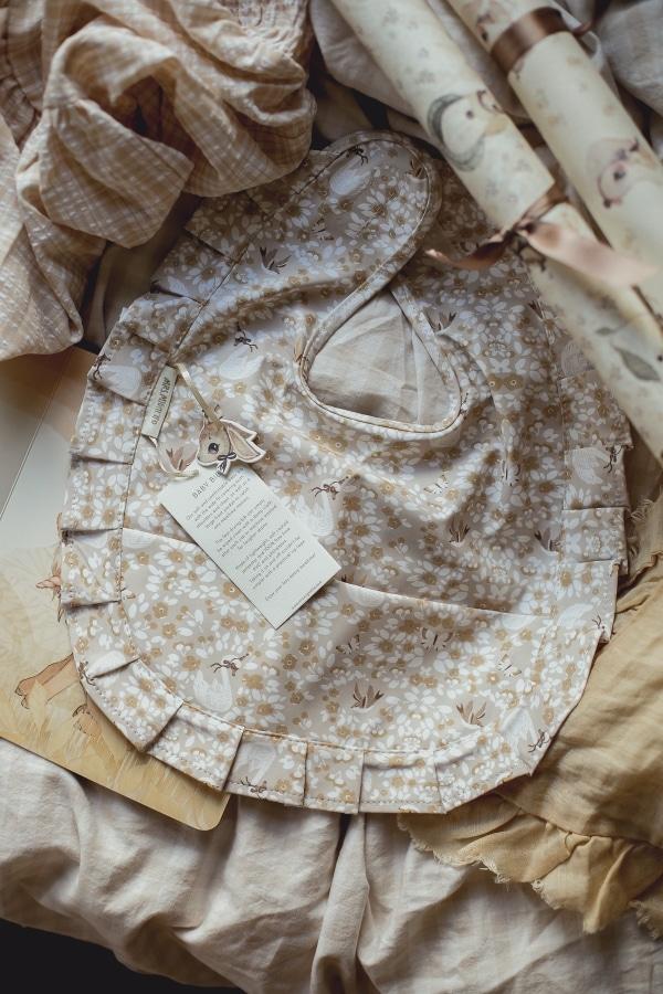 Baby_bib_swan_Mrs_Mighetto