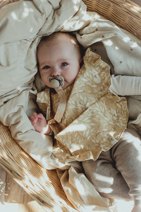 Baby_bib_yellow_leaf_Mrs_Mighetto
